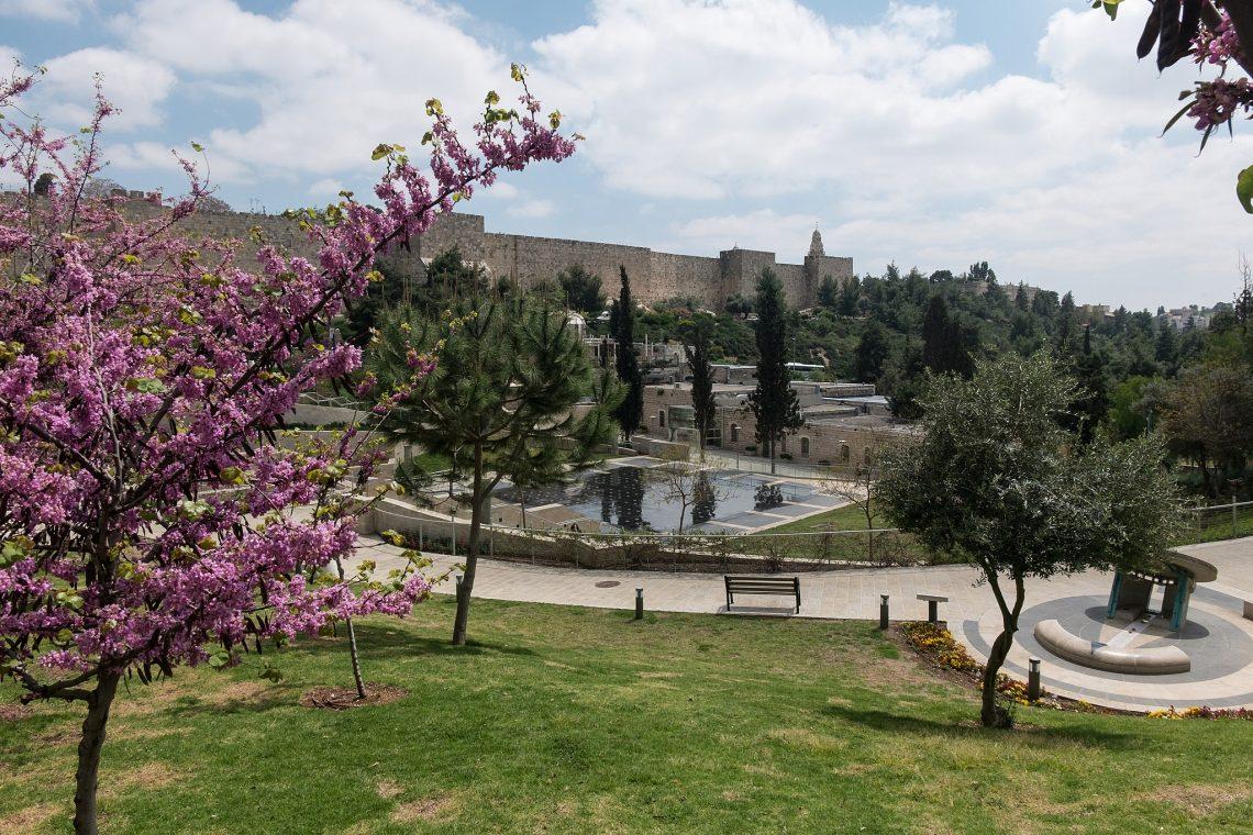 Blick durchs Hinnomtal hinauf zu den Mauern der Altstadt Jerusalems, 2016